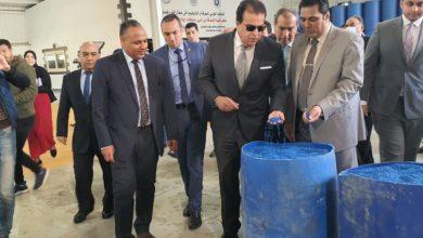 Photo of وزير التعليم العالى ورئيس الأكاديمية يتفقدان خط إنتاج المطهرات بتحالف البتروكيماويات