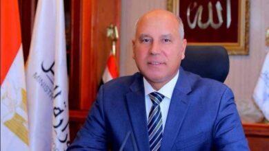Photo of وزير النقل يتابع استئناف حركة شاحنات بضائع الترانزيت على الخط الملاحى ( سفاجا / ضبا)